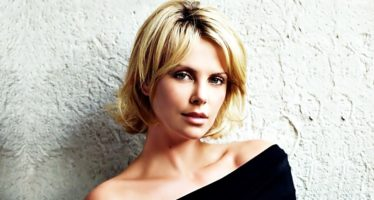 Aksi Mata – Mata Charlize Theron Di Film Barunya