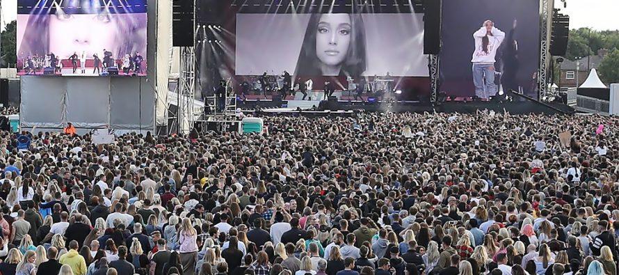 Ariana Grande Dan Sejumlah Musisi Gelar Konser Amal untuk Manchester