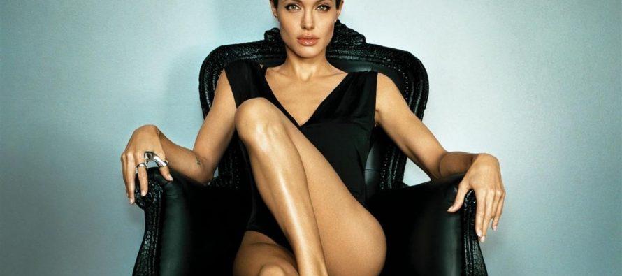 """Setelah Menulis Naskah Dan Menjadi Produser, Angelina Jolie Jadi Sutradara Di Film """"First They Killed My Father"""""""