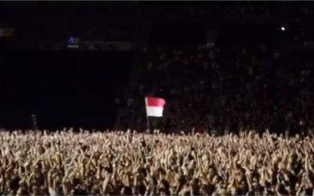 Bendera Merah Putih Berkibar Di Konser Foo Fighters
