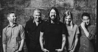 Foo Fighters Ajak Penggemar Nikmati Bintang Lewat Video Clip Lagu Terbarunya