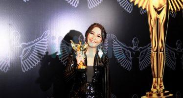 Prilly Latuconsina Kembali Meraih Penghargaan Sebagai Aktis Favorit