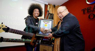 Puguh Kribo, Pemain Gitar Berkepala 6 Pecahkan Rekor MURI