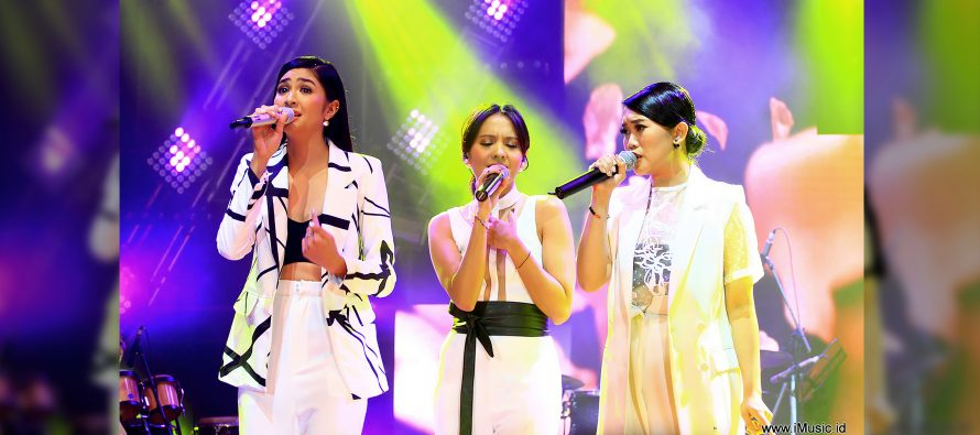 Cantik! Lagu Kahitna Ini Dibawakan Oleh Perempuan Cantik