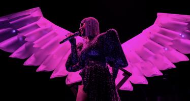 """Katy Perry Akan Ajak 'Ikan Hiu"""" Saat Konser di Jakarta"""
