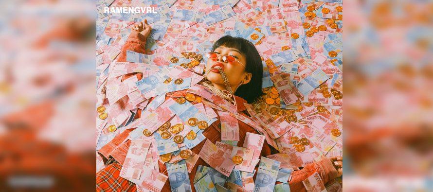 "Eksplorasi Sound Bounce Ramengvrl di Single ""CA$HMERE"""