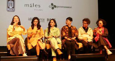 "Lagu 'Bebas' New Version Di soundtrack Film ""Bebas"" di Bawakan Oleh Iwa K, Sheryl Shelnafia, Malzura dan  Agatha Pricilla"