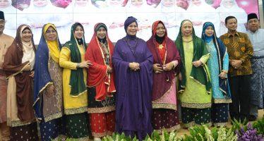 Rekam Dua Lagu Religi Terbaru, Al-Jawaher, Grup Nasyid Dari Singapura Gandeng Dewi Yull.