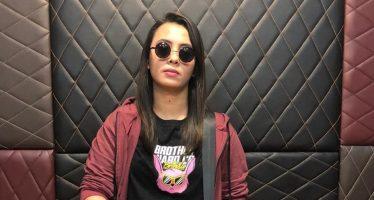 """Langit, Penyanyi Pop Kelahiran Bandung ini sebar video single """"tentukan arah""""."""