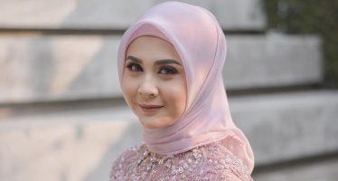 """Kesha Ratuliu Dalam Single """"Tak Mau Berubah""""."""
