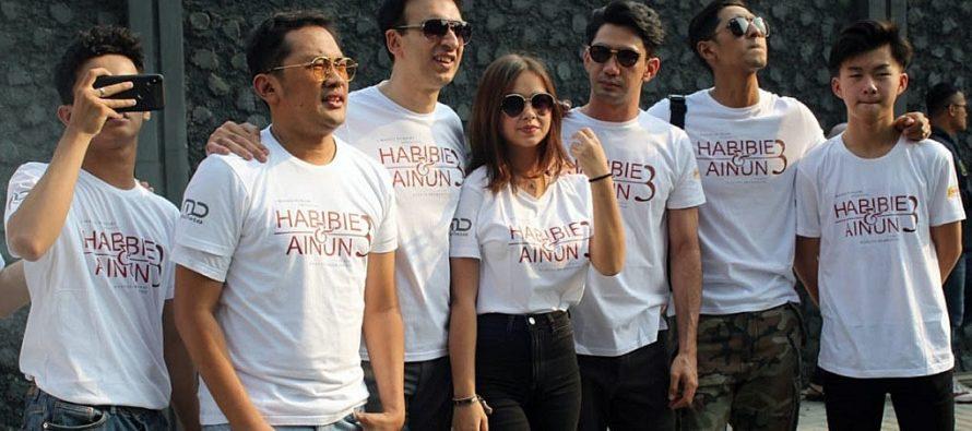 Giant poster Sambut Sekuel Ke 3 Film Terbaru 'Habibie & Ainun'