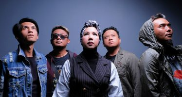 "Mikhaila, Band Bergenre Pop Rock Yang Baru Meluncurkan Single Berjudul ""You'll Be Mine""."