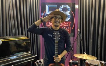 LIVE at Studio 58 Concert Room, Sandy Canester Nyanyikan Beberapa Single Hits Miliknya.