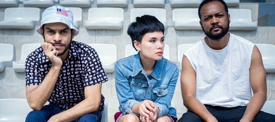 "DEKAT, Trio Vokalis Asal Jakarta, Merilis Single Terbaru Mereka, ""Machete""."