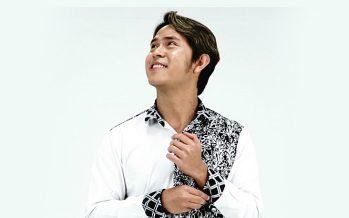 "Penyanyi Bersuara Khas Live di 58 Concert Room, ""Cakra Khan""."