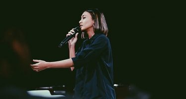 """Cerita Penutup Hari yang Dituangkan oleh """"Nisa Haryanti"""" lewat EP """"Sejenak""""."""