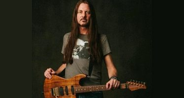"""A View From The Inside"" Album Solo ""REB BEACH"" Yang Juga Gitaris WHITESNAKE Dan WINGER, Akan Segera Dirilis."