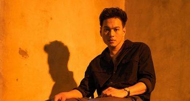 """""""Rendy Pandugo"""" kembali merilis single barunya """"MR.SUN""""."""