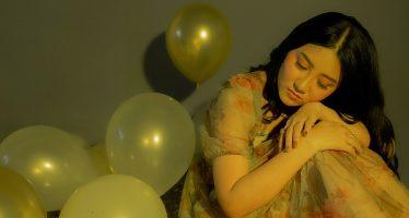 """Single perdana Dari Solois """"TIA"""" bertajuk """"Outsider""""."""