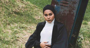 """""""Ayu Putrisundari"""" Jebolan Ajang Indonesian Idol 2018 Kembali Luncurkan Single Keduanya Yang Berjudul """"Heart is Dying""""."""