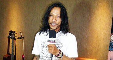 "Kabar Duka Buat Industri Musik Rock Indonesia, Bassis Boomerang, ""Hubert Henry Limahelu"" Meninggal Dunia."
