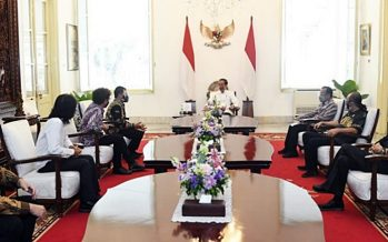 """Presiden RI Joko Widodo""  berikan penghargaan dan apresiasi di Konser Online  ""48 tahun godbless Berkarya – Mulai hari Ini""."