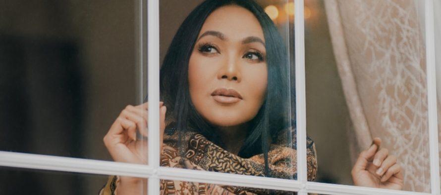 """Ekspresi cinta seorang ibu pada anak dari mata """"Dewi Gita"""" lewat single """"Anakku""""."""
