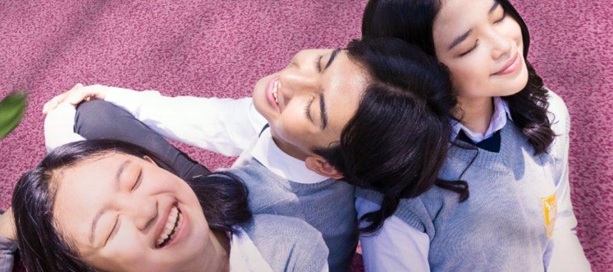 """Mengobati Rindu Bersekolah Tatap Muka, Film """"Kau dan Dia"""" Ceritakan Kisah Cinta Remaja di Sekolah."""