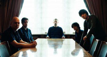 """""""Radiohead"""" KID A MNESIA  edisi album triple ulang tahun ke-21 Menampilkan Kid A dan Amnesiac."""